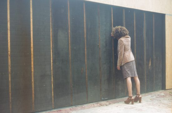 wall-woman-emptiness